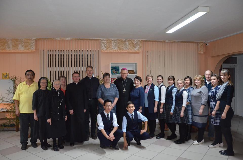 Католический епископ в школе