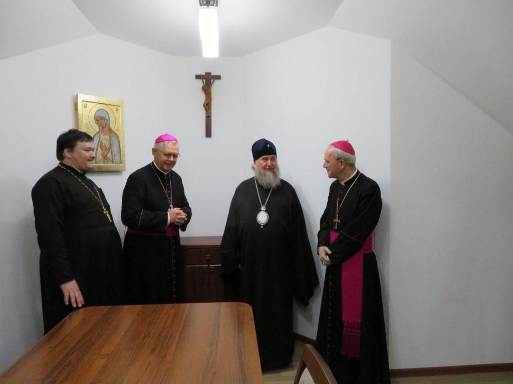 Митрополит Астанайский и Казахстанский Александр посетил Католический собор