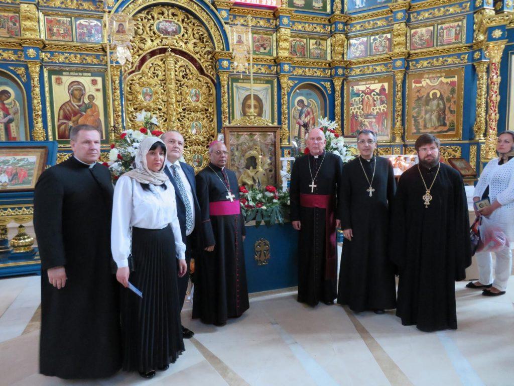 Представители трех христианских конфессий поклонились чудотворной иконе и подписали важный документ