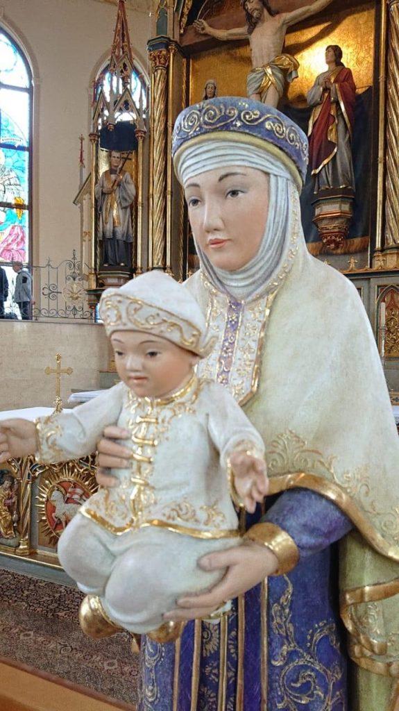 Обезоруживающая красота Девы Марии Карагандинской