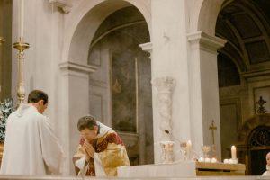 Вирус, вера и страдания. «Будьте осторожны, чтобы не превратить Мессу в спектакль»: часть 1