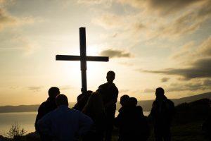 Тот, кто больше доверяет Богу, чем самому себе, углубляет смирение