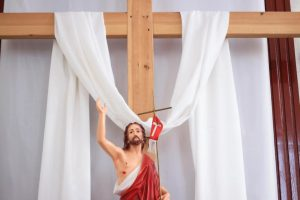 Бог воскресил Его, и мы тому свидетели