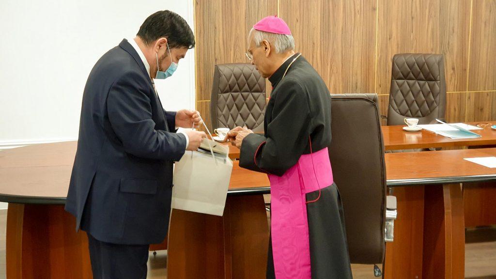 Центр Н. Назарбаева принял у себя Апостольского нунция в Казахстане