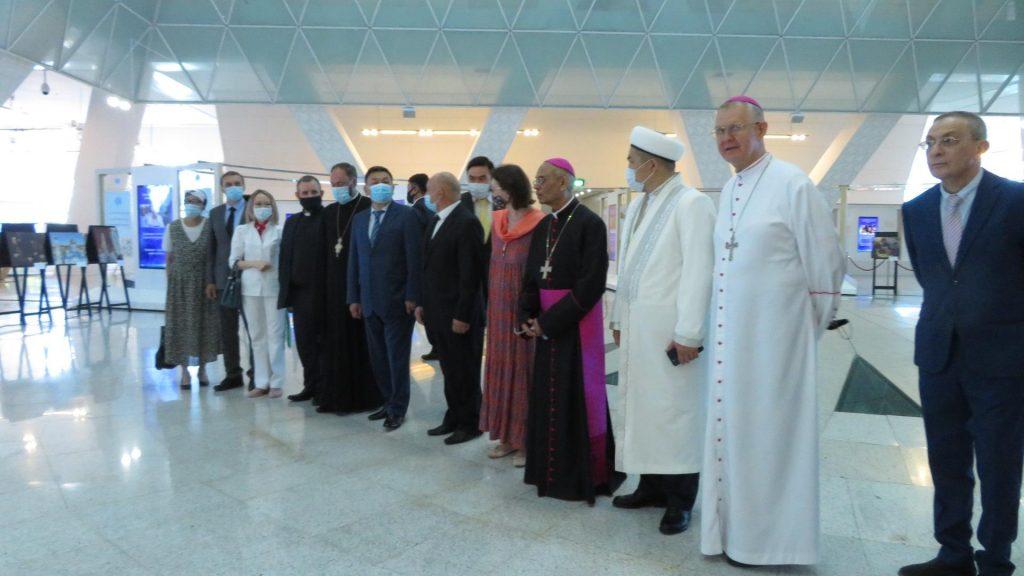 Посвященная христианству фотовыставка открыта в Нур-Султане